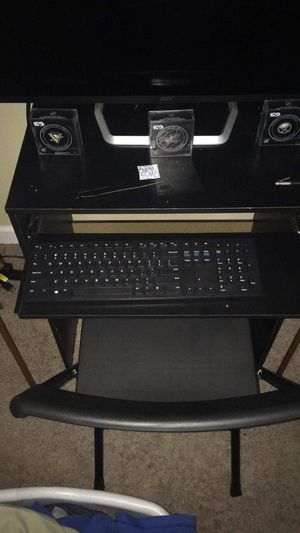 Small desk with chair for Sale in Kent, OH