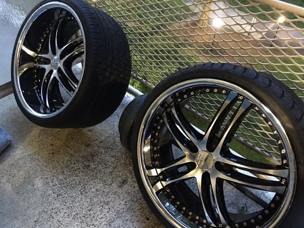 22 inch starggered black and chrome rims off of cL Mercedes-AMG