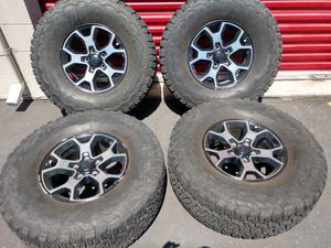 Jeep jl rubicon 17x7.5 wheels and 315/70/17 ko2s only 4 only 4 for Sale in Ontario, CA