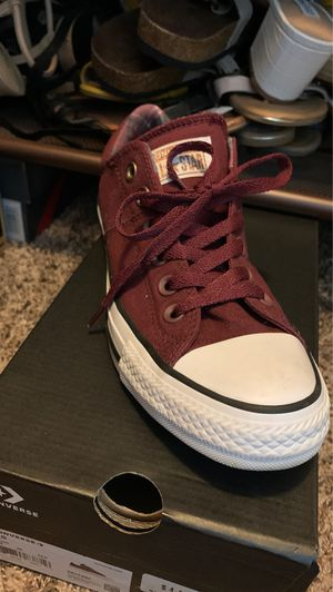 Maroon converse for Sale in Buda, TX
