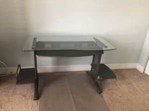 Computer desk w/ mat included for Sale in Fort Myers, FL