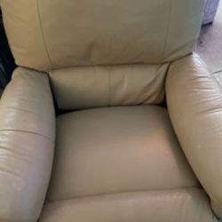 Cream Color Lazy Boy Recliner for Sale in Lombard,  IL