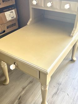 Table for Sale in Issaquah,  WA