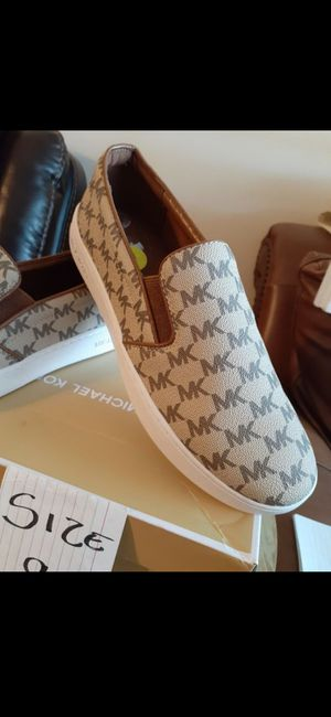 MICHAEL KORS NEW SIZE 9 for Sale in Highland, CA