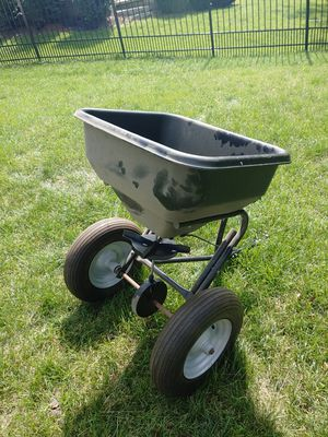 Pull behind spreader for Sale in Bolingbrook, IL