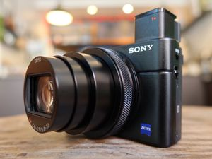 Sony Cyber-shot DSC-RX100 VII Digital Camera #DSC-RX100M7 for Sale in Romeoville, IL