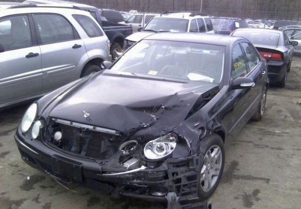Mercedes E320, W211, 2003. For parts only