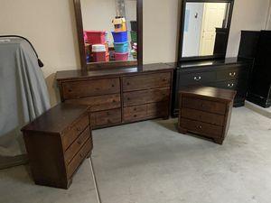 4 Piece Wooden Queen Bedroom Set for Sale in Avondale, AZ