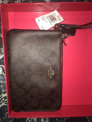2 section Coach wristlet for Sale in Annapolis, MD