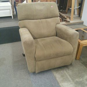 Recliner for Sale in Woodburn, OR