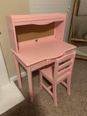 Girl little kid desk great condition for Sale in San Antonio, TX