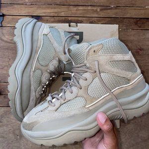 Yeezy Desert Boot Rock Size 8,5 VNDS for Sale in Miami, FL