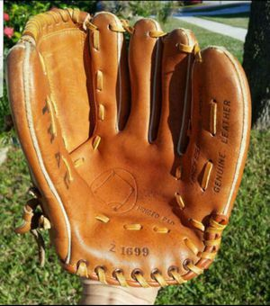 TRAC Z1699 BASEBALL/ SOFTBALL GLOVE PROFESSIONAL MODEL GENUINE LEATHER RAWHIDE LACED IN EXCELLENT CONDITION for Sale in Boca Raton, FL