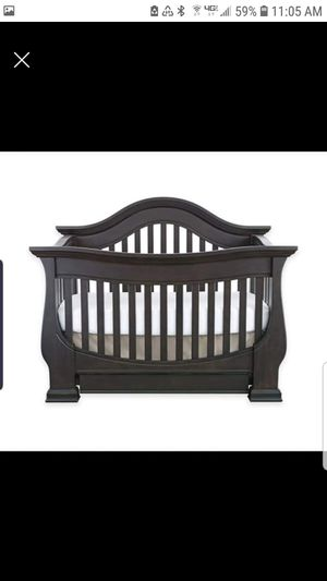 Baby Appleseed Davenport convertible crib and dresser/changing table for Sale in Beaumont, CA