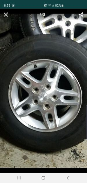 16in Jeep Grand Cherokee rim and tire for Sale in Elmhurst, IL