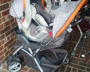 Graco travel system-stroller with car seat and insert for newborn for Sale in Burleson, TX