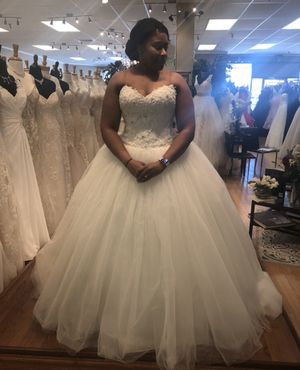 Beautiful Wedding Gown for Sale in Jessup, MD