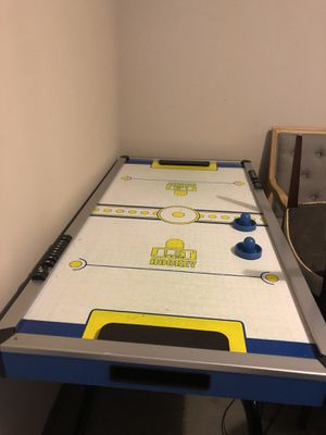 Air hockey table for Sale in Pickerington, OH