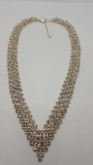 """Boho crystal Retro Necklace, 18""""in long, Unique vintage Style, Silver Tone, Excellent Condition. for Sale in Covington, KY"""