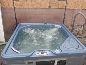 Xlnt 4 person plug and use spa for Sale in Beverly Hills, CA