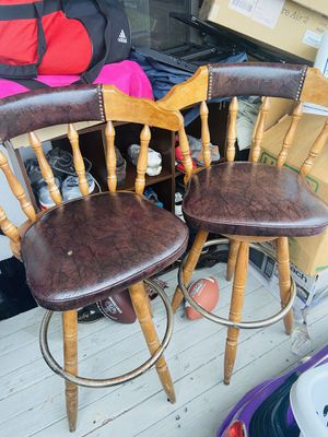 🌟 2 LEATHER BAR STOOLS 🌟 brown wooden stand for Sale in Orlando, FL