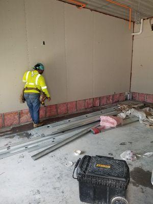 Ayudantes de construcion for Sale in Tampa, FL