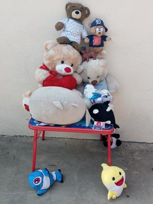 Stuffed animals and table $30 for everything for Sale in West Covina, CA