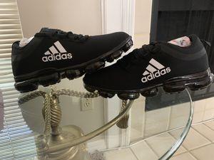 Adidas!! Sz 6/7 (women) for Sale in Valrico, FL