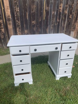 B Beautiful vanity//Desk❌NO DELIVERY ❌ for Sale in Huntington Park, CA