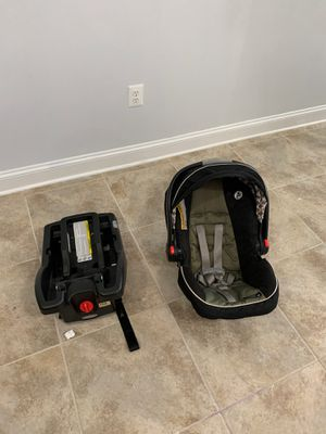 Graco infant carrier with car base click n connect for Sale in Stafford, VA