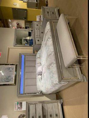 BedRoom Set (4-PIECE QUEEN bed,Dresser,mirror,Nightstand 🌸🌸(39 $down payment ) for Sale in Houston, TX