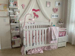 BABY CRIB WITH ATTACHED CHANGING TABLE for Sale in Marina del Rey, CA