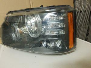 10-13 RANGE ROVER SPORT DRIVER XENON HEADLIGHT for Sale in Fresno, CA