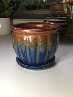 Ceramic plant pot with drainage hole and tray for Sale in Shoreline, WA