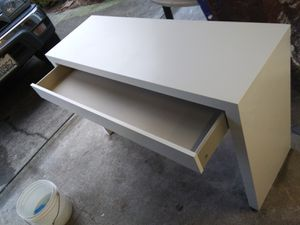 White Ikea desk. Nice. Cleaned for Sale in Tacoma, WA