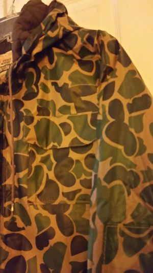 Camo Hunt Fish Waterproof Jacket Hood PVC Nylon 6 Pockets Size Small for Sale in Lake Shore, MD