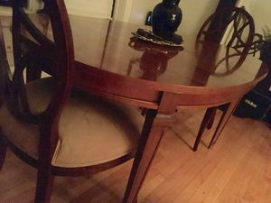 ANTIQUE - MCM oval dining room table for Sale in Chicago, IL