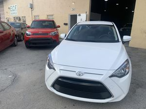 Toyota Yaris IA 2017 título limpio for Sale in Doral, FL
