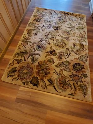 Wool Area Rug - 4' x 6' - Excellent Condition for Sale in Leavenworth, WA