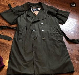 Burberry trench coat size L for Sale in Hyattsville, MD