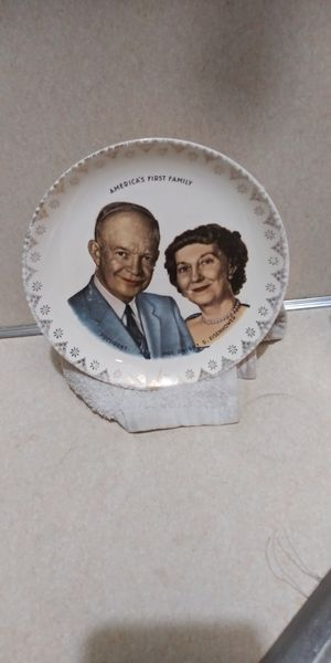 Vintage decorative dish for Sale in Wichita, KS