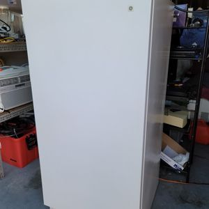 GE Upright Freezer 15qs Works Great for Sale in Mesquite, TX