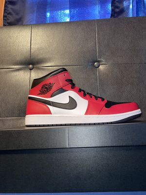 Air Jordan 1 mid Chicago black toe for Sale in Annandale, VA