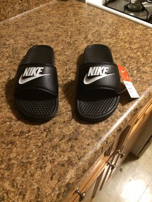 Nike slippers new never worn for Sale in Bronx, NY