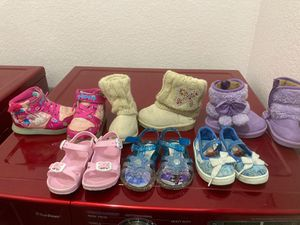6 pairs of girl shoes sandals boots sneaker size 5/6 for Sale in Arlington, TX