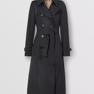 Burberry Long Chelsea Heritage Trench Coat New New New for Sale in Las Vegas, NV