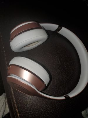 ROSE GOLD SOLO BEATS 3 WIRELESS for Sale in Modesto, CA