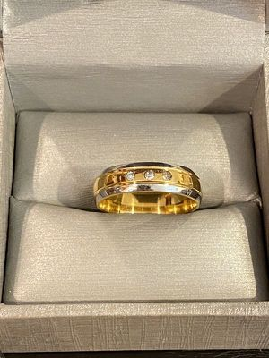 Unisex- 18K Gold plated- Engagement/ Wedding Ring- Crcl Cut Diamond for Sale in Houston, TX