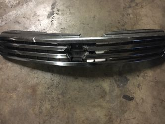 Infiniti G35 Grill Oem Fits Year 2003-2005 for Sale in South Gate,  CA