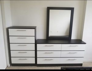 Dresser with mirror and chest- Cómoda con espejo y gavetero for Sale in Miami, FL